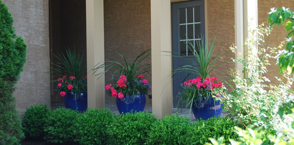 Landscaping-b_decorative-planters-960x480