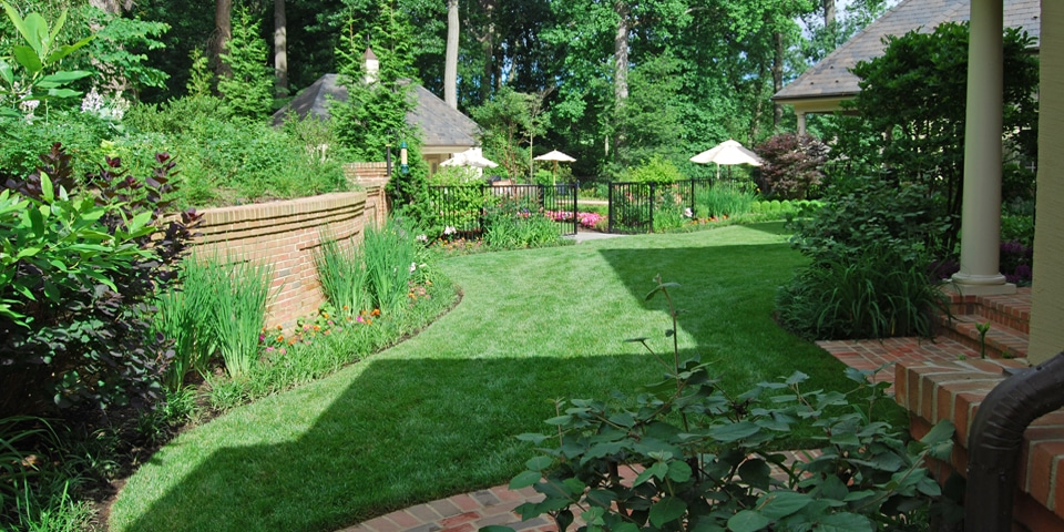 Landscaping-d_private-garden-lawn