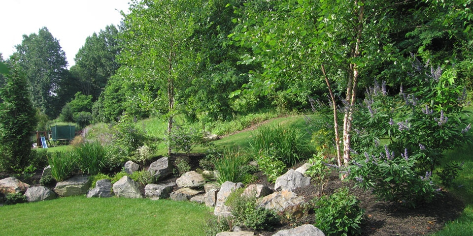Landscaping-k_naturalized-garden-boulders